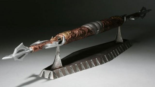 Limited Edition ALIENS VS PREDATOR: REQUIEM  Life-Size Predator Spear